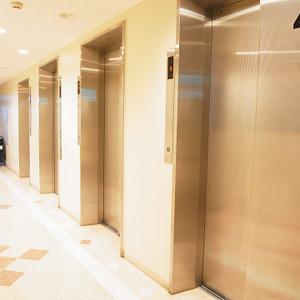 湯島ハイタウンのエレベーターホール、エレベーター内