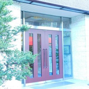 目黒グランドマンションのマンションの入口・エントランス