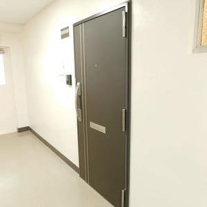 目黒グランドマンション(3階,5180万円)のフロア廊下(エレベーター降りてからお部屋まで)