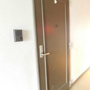 パラスト下目黒(9階,5080万円)のフロア廊下(エレベーター降りてからお部屋まで)