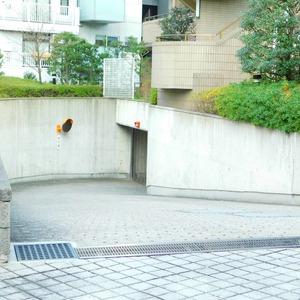 藤和目黒ホームズの駐車場