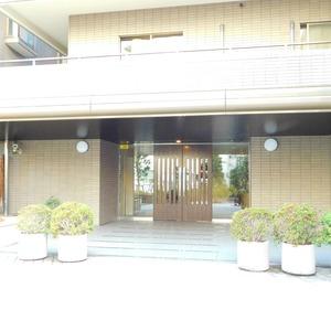 藤和目黒ホームズのマンションの入口・エントランス