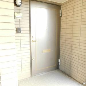 藤和目黒ホームズ(3階,7490万円)のフロア廊下(エレベーター降りてからお部屋まで)