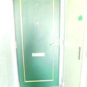 レジェンド南長崎(4階,)のフロア廊下(エレベーター降りてからお部屋まで)