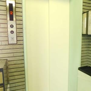 レジェンド南長崎のエレベーターホール、エレベーター内
