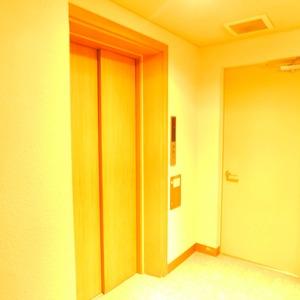 ジェイパーク渋谷東のエレベーターホール、エレベーター内