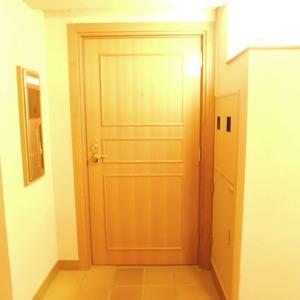 ジェイパーク渋谷東(2階,)のフロア廊下(エレベーター降りてからお部屋まで)
