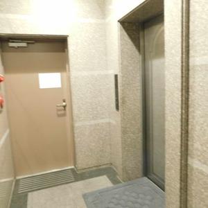 藤和渋谷常磐松ホームズのエレベーターホール、エレベーター内