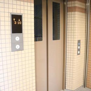 クレストフォルム上野の杜のフロア廊下(エレベーター降りてからお部屋まで)