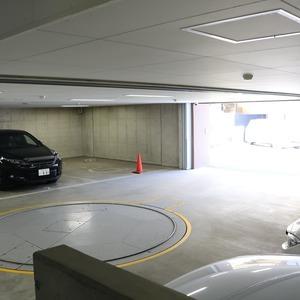 クレストフォルム上野の杜の駐車場