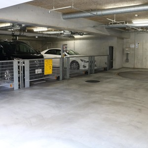 ドラゴンマンション上野壱番館の駐車場