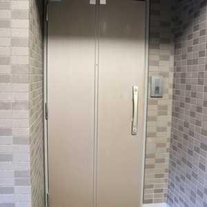 ドラゴンマンション上野壱番館(2階,)のフロア廊下(エレベーター降りてからお部屋まで)