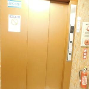 アルカディア新大塚のエレベーターホール、エレベーター内