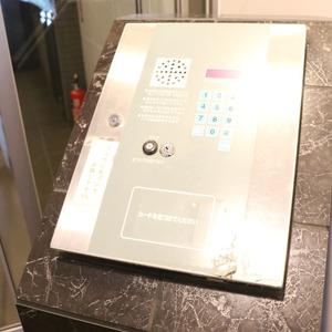 中銀東上野マンシオンのエレベーターホール、エレベーター内
