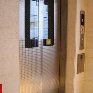 CQレジデンシャル上野(10階,)のフロア廊下(エレベーター降りてからお部屋まで)