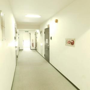 ルモン広尾(6階,5380万円)のフロア廊下(エレベーター降りてからお部屋まで)