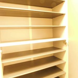 西麻布ハイツ(8階,4280万円)のお部屋の玄関