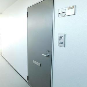 メイツ新宿なつめ坂(3階,4299万円)のフロア廊下(エレベーター降りてからお部屋まで)