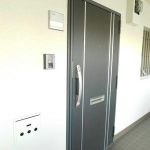 上落合ハイツ(7階,3780万円)のフロア廊下(エレベーター降りてからお部屋まで)