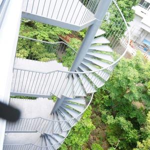 マンション雅叙苑5号棟(8階,5580万円)のフロア廊下