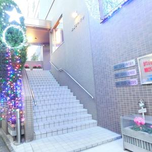 上落合ハイツのマンションの入口・エントランス