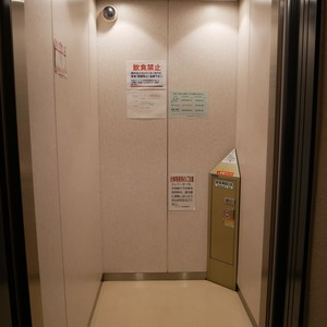グランドメゾン飯田橋のエレベーターホール、エレベーター内