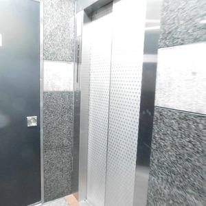 上落合ハイツのエレベーターホール、エレベーター内