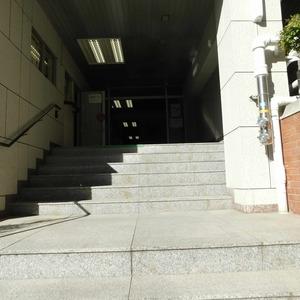 マンション目黒苑のマンションの入口・エントランス