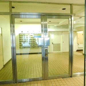 マンション高輪苑のマンションの入口・エントランス