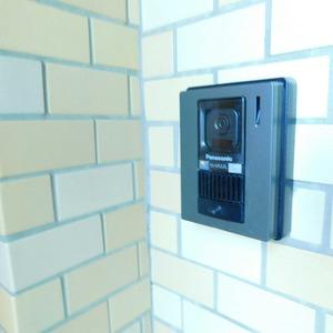 マンション高輪苑(3階,5480万円)のフロア廊下(エレベーター降りてからお部屋まで)
