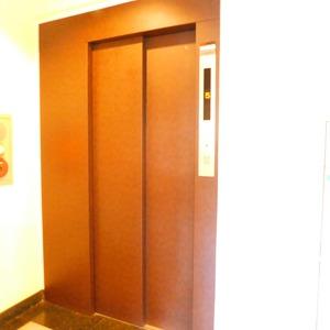 ダイアパレス白山第2のエレベーターホール、エレベーター内