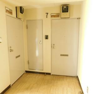ダイアパレス白山第2(7階,)のフロア廊下(エレベーター降りてからお部屋まで)