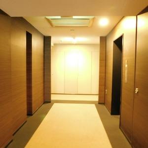 シティタワー九段下(18階,1億680万円)のフロア廊下(エレベーター降りてからお部屋まで)