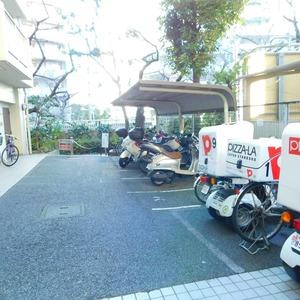 カーネ西早稲田の駐輪場