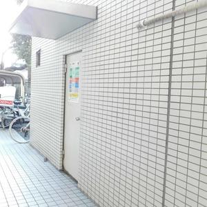 カーネ西早稲田のごみ集積場