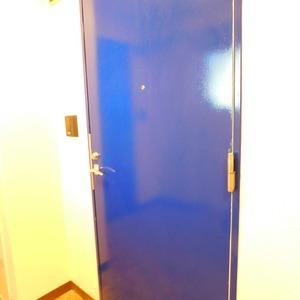 レインボー目白(4階,)のフロア廊下(エレベーター降りてからお部屋まで)