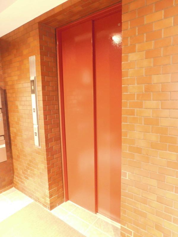 レインボー目白のエレベーターホール、エレベーター内1枚目