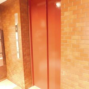 レインボー目白のエレベーターホール、エレベーター内