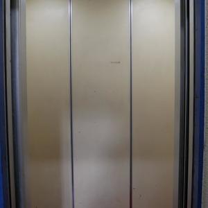 日興パレス秋葉原のエレベーターホール、エレベーター内