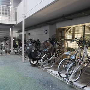 コスモ向島グランコートの駐輪場