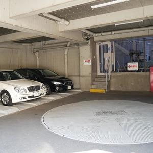コスモ向島グランコートの駐車場