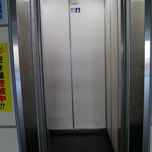向島ハイツのエレベーターホール、エレベーター内