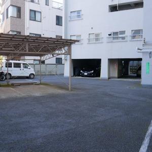 向島ハイツの駐車場