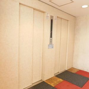 グリーンヒル小石川のエレベーターホール、エレベーター内