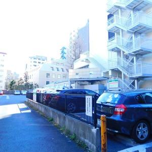 グリーンヒル小石川の駐車場