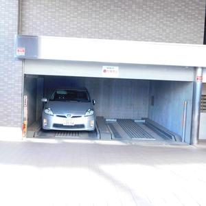 セレナハイム小石川西館の駐車場