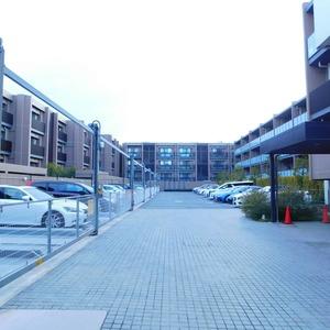 インペリアルガーデンの駐車場