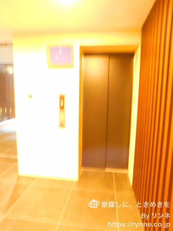 インペリアルガーデンのエレベーターホール、エレベーター内1枚目