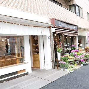 クオリア文京根津の周辺の食品スーパー、コンビニなどのお買い物