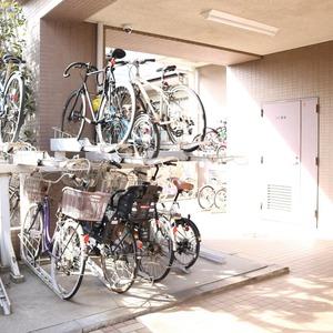 エクレーヌ本駒込の駐輪場
